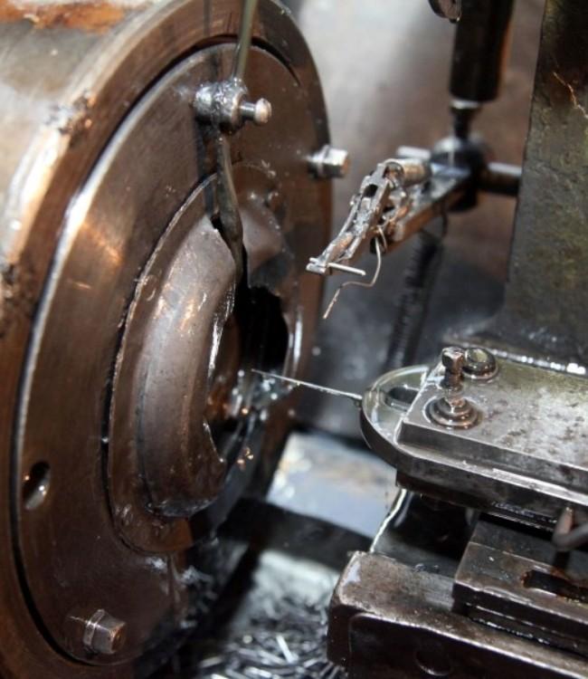 Контролер игольно-платинных изделий