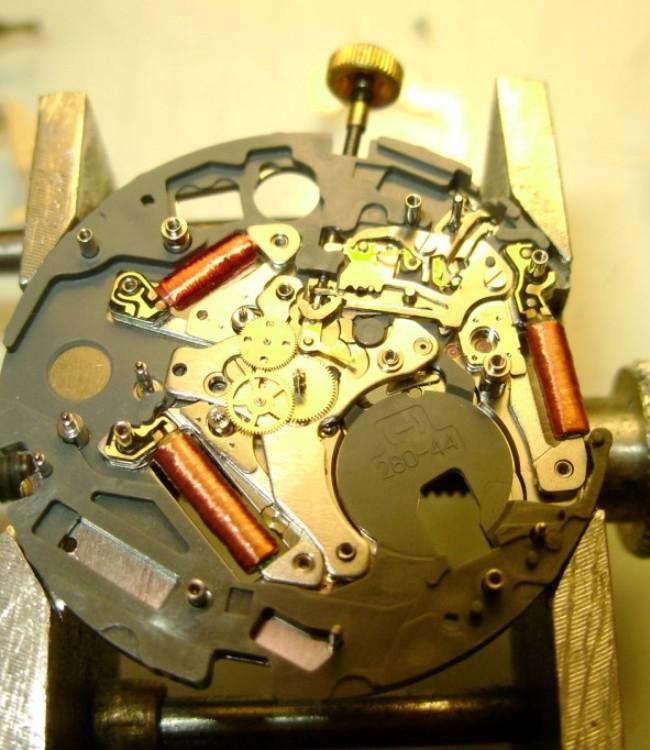 Часовщик по ремонту электронных и кварцевых часов