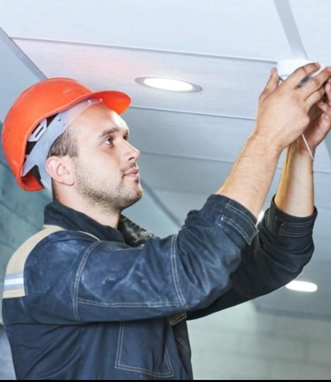 Рабочий по комплексному обслуживанию и ремонту зданий