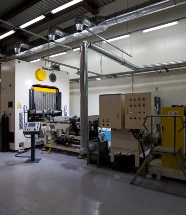 Наладчик оборудования жестяно-баночного производства