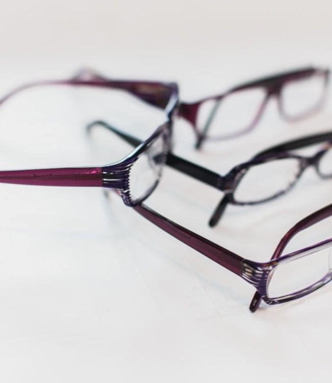 Склейщик-окрасчик очковых оправ из пластмасс